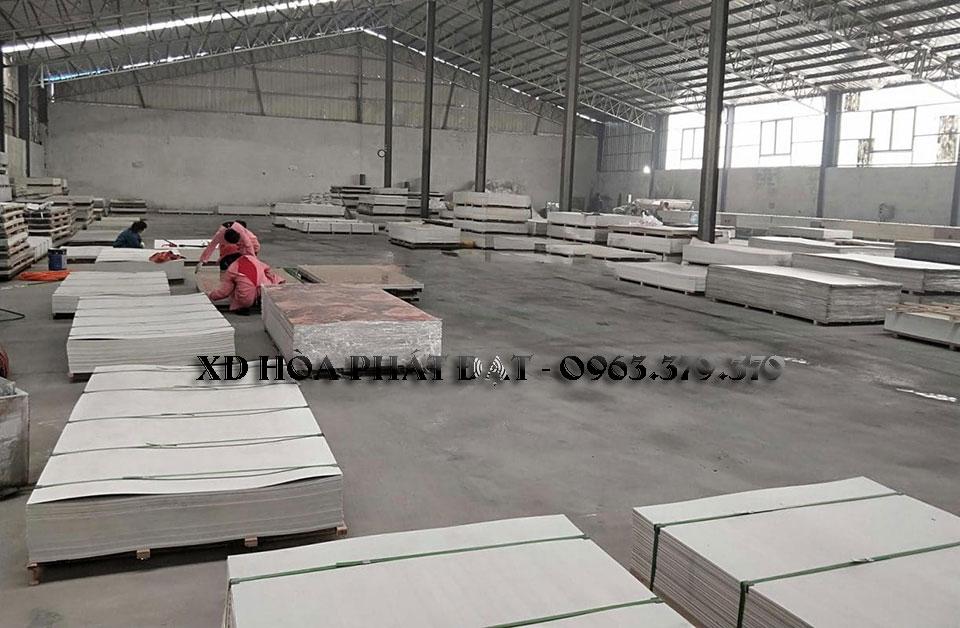 tổng-kho-sản-xuất-phân-phối-tấm-nhựa-ốp-tường-giá-rẻ