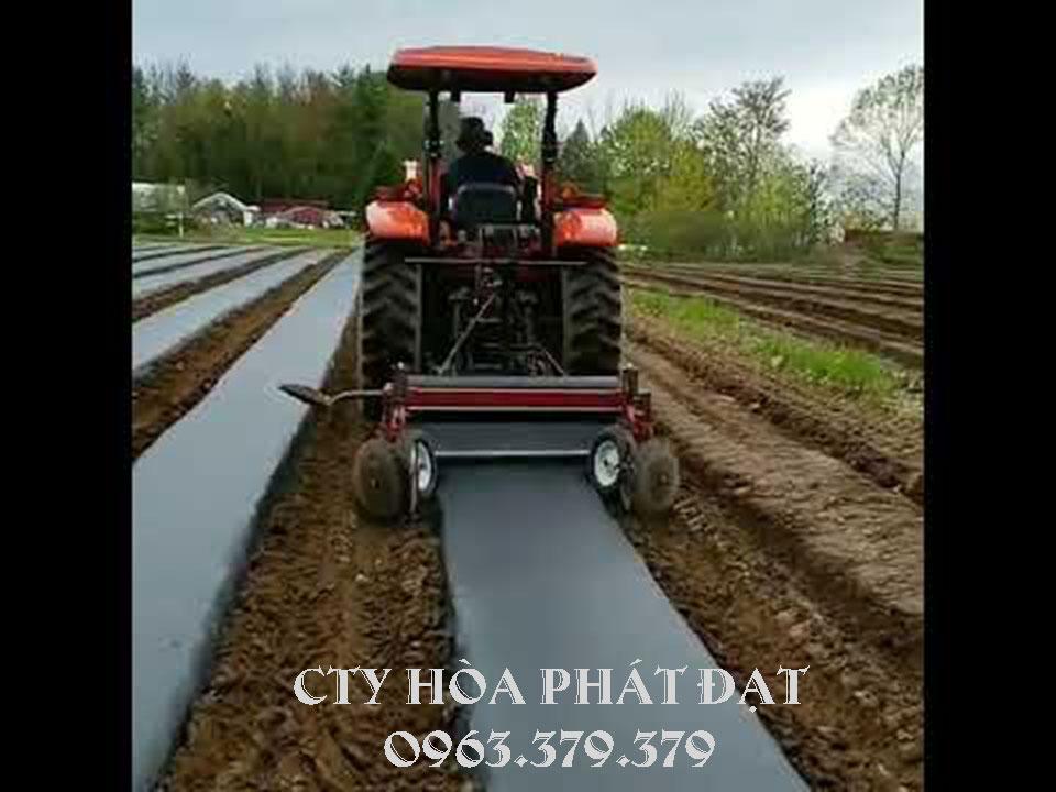 cách-trải-màng-phủ-nông-nghiệp-bằng-máy-công-nghiệp